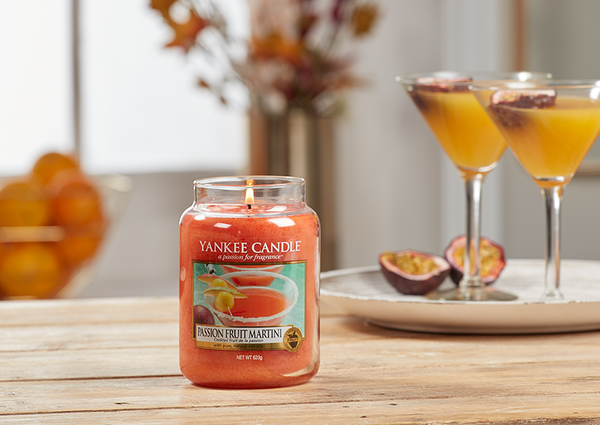 "Yankee Candle ""Passion Fruit Martini"" im großen Glas"
