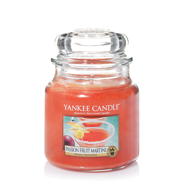 "Yankee Candle ""Passion Fruit Martini"" im mittleren Glas"