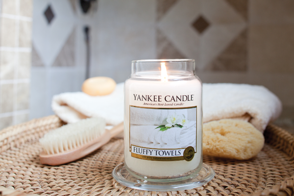 "Yankee Candle ""Fluffy Towels™"" im großen Glas"